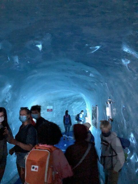モンタンヴェール展望台 氷河の洞窟の様子