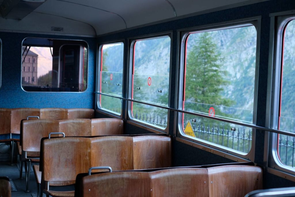 モンタンヴェール登山鉄道の車内