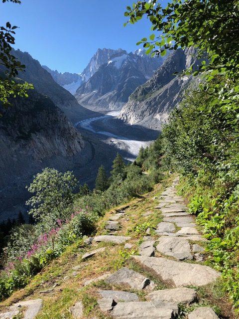 モンタンヴェール氷河を見渡す景色